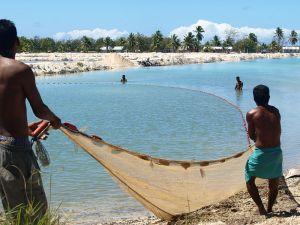 fishing_in_kiribati_2008-_photo-_ausaid_10695297335